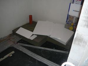 Příprava na pokládání polystyrenu pod podlahové topení