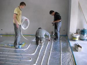 5.9.2012 položeno podlahové topení :-)