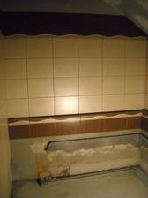 Horní koupelna se taky rýsuje