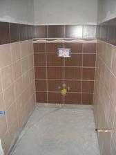 Zaspárované WC