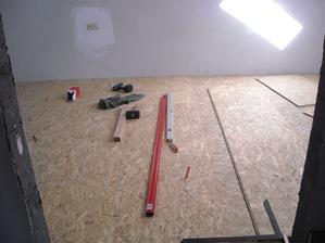 Vyrovnávání podlahy v ložnici - pěkná drb..ka