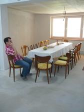 I v nedokončeném domečku se dá uspořádat oslava :-)