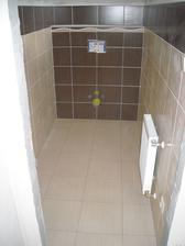 Na WC už chybí jen WC a umyvadlo :-)