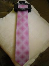 Včera jsem koupila ženichovi kravatu