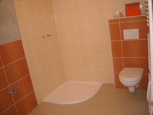 A taky WC a vaničku ke sprcháči