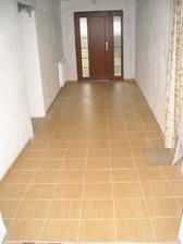 Podlaha v chodbě, chtěla by umýt :-)