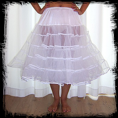 Moje retro svatba v krátkých šatech:-) - spodnice :-)