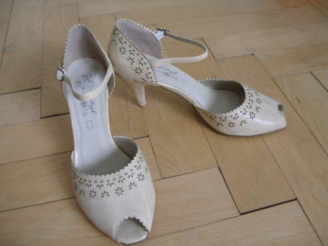 Moje retro svatba v krátkých šatech:-) - Moje botky...ale asi nevyužiju