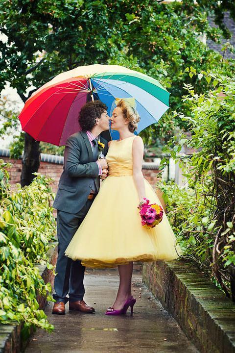 Moje retro svatba v krátkých šatech:-) - uvažuju i o jiné barvě než světlé...