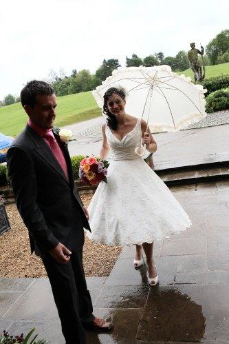 Moje retro svatba v krátkých šatech:-) - tak to jsou přesně ony...ale látku bez vzoru... :-)