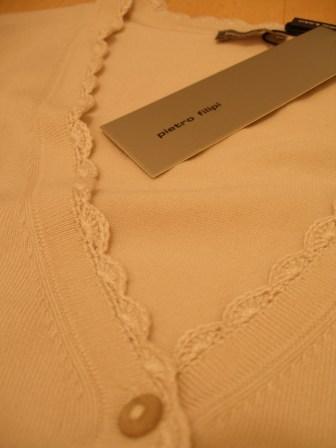 Moje retro svatba v krátkých šatech:-) - detail zdobení - háčkované okraje, barva béžová..užiju i jinak..
