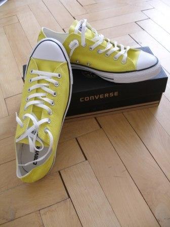 Moje retro svatba v krátkých šatech:-) - boty ženicha - ale mají trochu jinou žlutou, než je na šatech, tak nevím, jestli se to bude hodit...