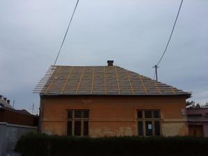 čoskoro budeme mať hotovu strechu