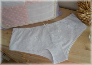 spodní prádlo pod svatební šatičky