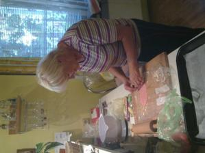 I mamča Davči zkoušela vyrábět :)