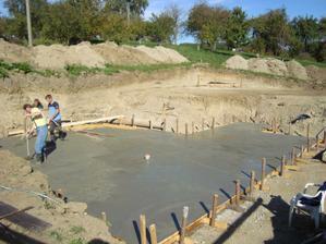 A betonujeme..