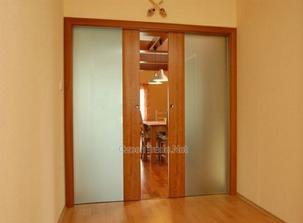 Takhle podobně posuvné dveře z obývacího pokoje a kuchyně do chodby..
