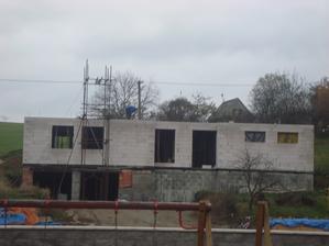 Už se těšíme na střechu...bude skoro stromeček, no doufáme, že i dřív:)