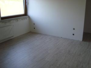Podlaha v ložnici..
