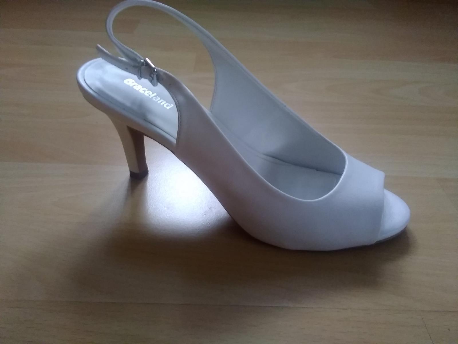 Bílé sandálky na podpatku - Obrázek č. 1