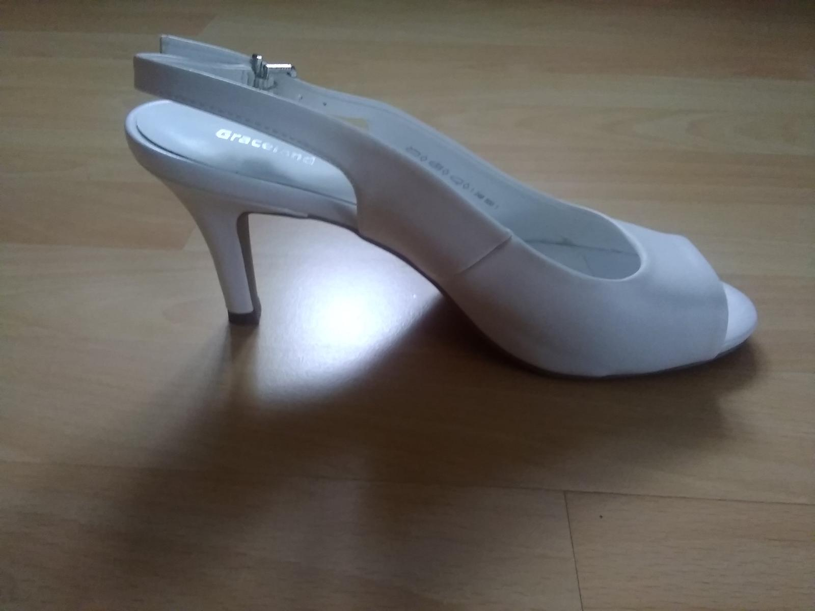 Bílé sandálky na podpatku - Obrázek č. 3