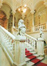 schodiště vídeňského křídla