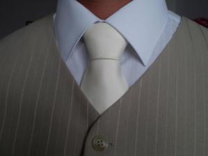 detail na kravatu..