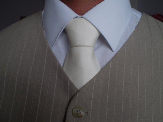 Z + I - detail na kravatu..