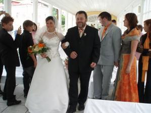 S tatínkem kráčíme k oltáři :-)