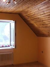 Naša spálňa,síce už s novou podlahou ...