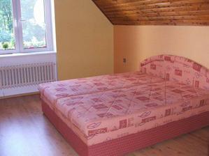 ... a posteľou