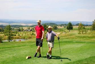 Poslední golf za svobodna, ženich + Harvey