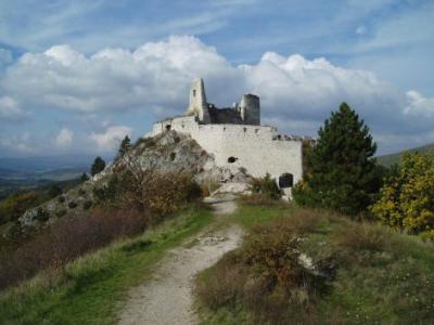 25.4.09. takto pokracujeme... - tu sa budeme fotit- hrad Cachtice