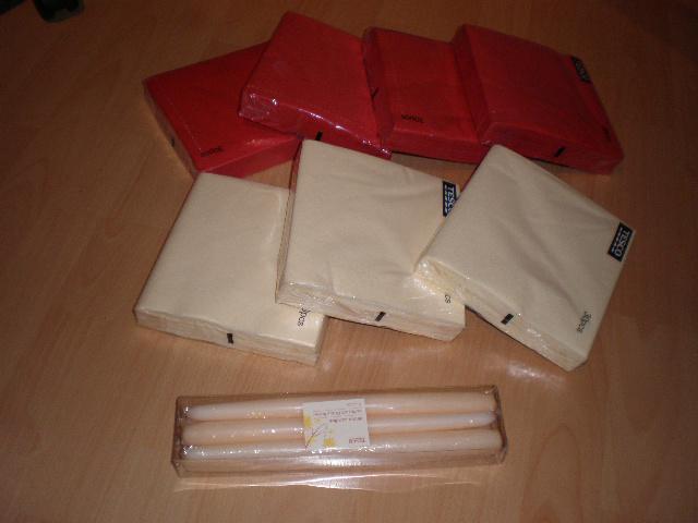 25.4.09. takto pokracujeme... - dnesny ulovok: bordove a kremove servitky a sviecky