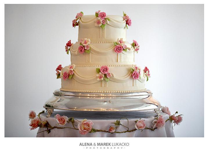 Janka{{_AND_}}Romeo - Nasa prekrasna torta...presne taka aku som chcela, do posledneho detailu.