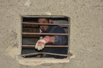 Největší pracant na světě ! <3 Připravujeme se na vsazení sklepních oken ..