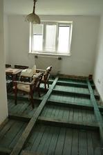 připraveno na pokládání dřevěné podlahy :) .. jinak tohle je budoucí dětský pokoj