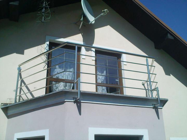 Inšpirácie - antikorové zábradlia - balkón kotvenie z boku