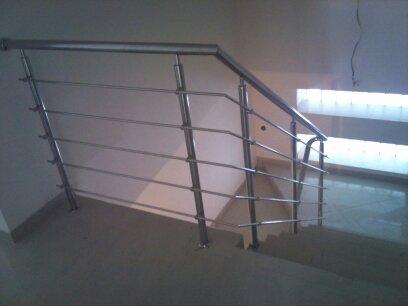 Inšpirácie - antikorové zábradlia - schodiskové zábradlie s tyčami z boku