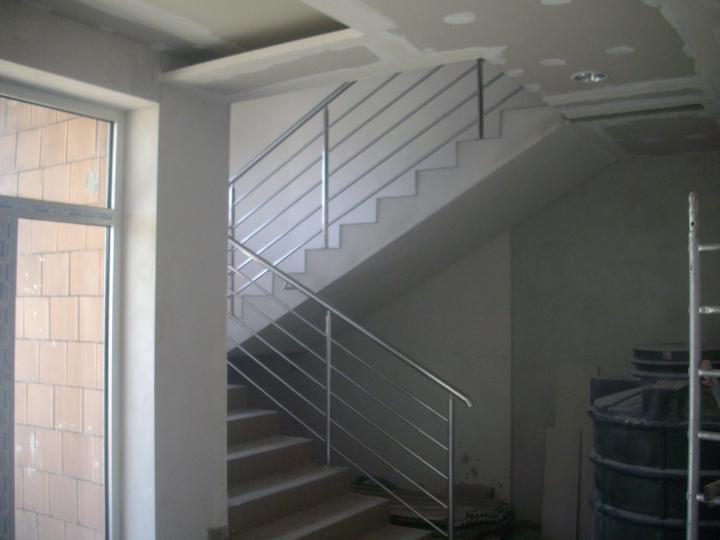Inšpirácie - antikorové zábradlia - dvojramenné schodisko