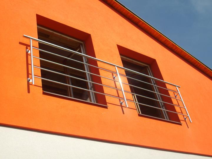 Inšpirácie - antikorové zábradlia - dve okná v kuse