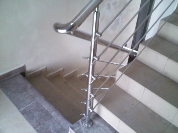 Inšpirácie - antikorové zábradlia - schodiskové zábradlie - tyče z boku