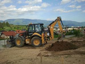 Konečne kopeme základy 21.5.2012