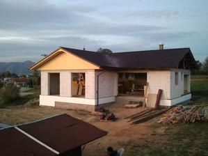Tak a konečne sa to podobá na domček:-)