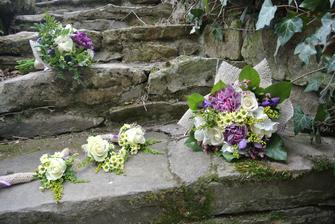 Naše kamenné schody z kamene opracovaného před víc jak sto lety.