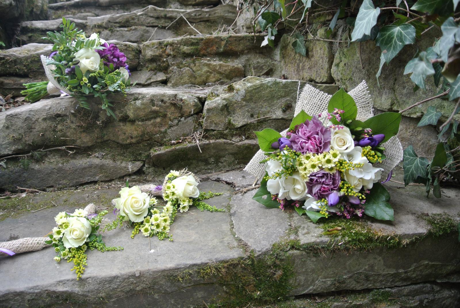 """Okrasná zahrada - můj malý """"ráj"""" - Naše kamenné schody z kamene opracovaného před víc jak sto lety."""