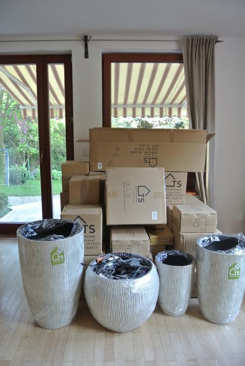 """A mám to doma, aneb proměna obýváku v dočasné nouzové skladiště, krabice plné """"pokladů""""  :-)."""