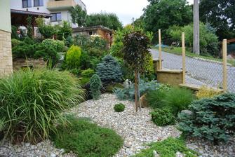 Další z realizací zahrad na velmi malém hodně svažitém pozemku :-)