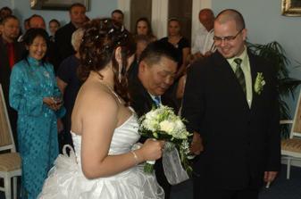 dědeček předává nevěstu :)
