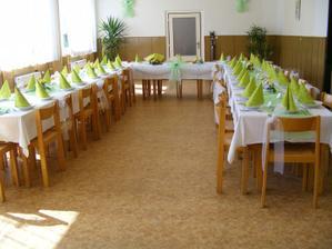 hostina ve školní jídelně